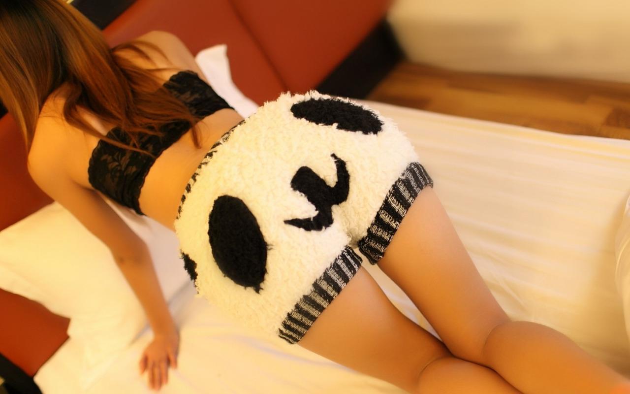 Фото девушек с пандами