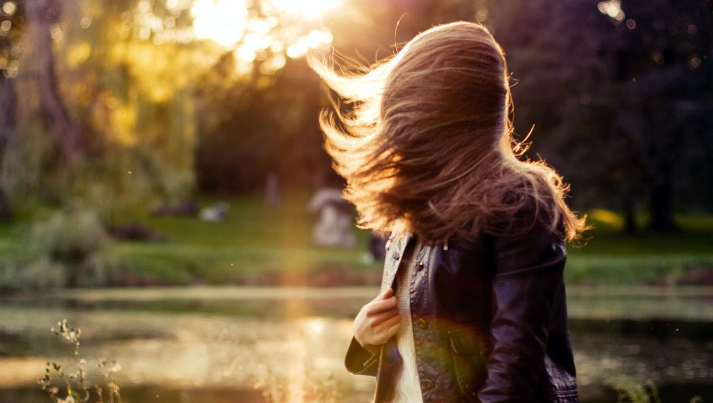 Девушка осень фото со спины