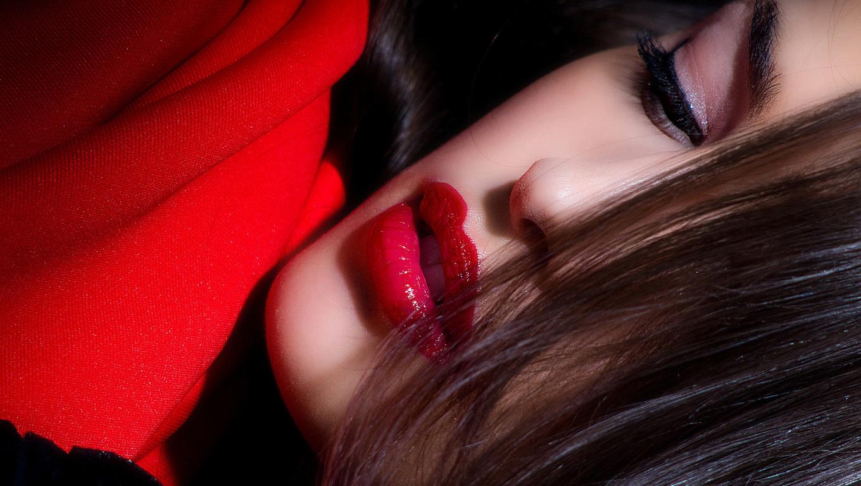 Губы девушки фото брюнетки губы