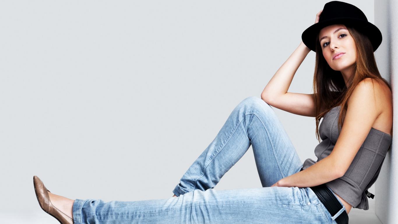 Свои фото девушки в джинсах