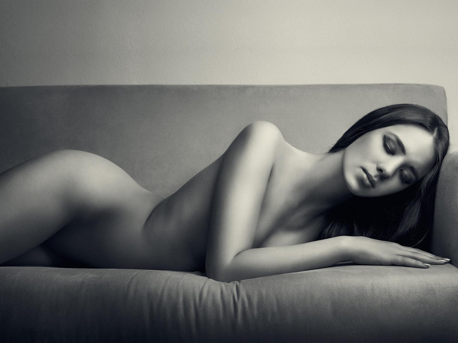 Черно белые картинки голых девушек, Черно белая эротика с голыми девушками - фото 18 фотография