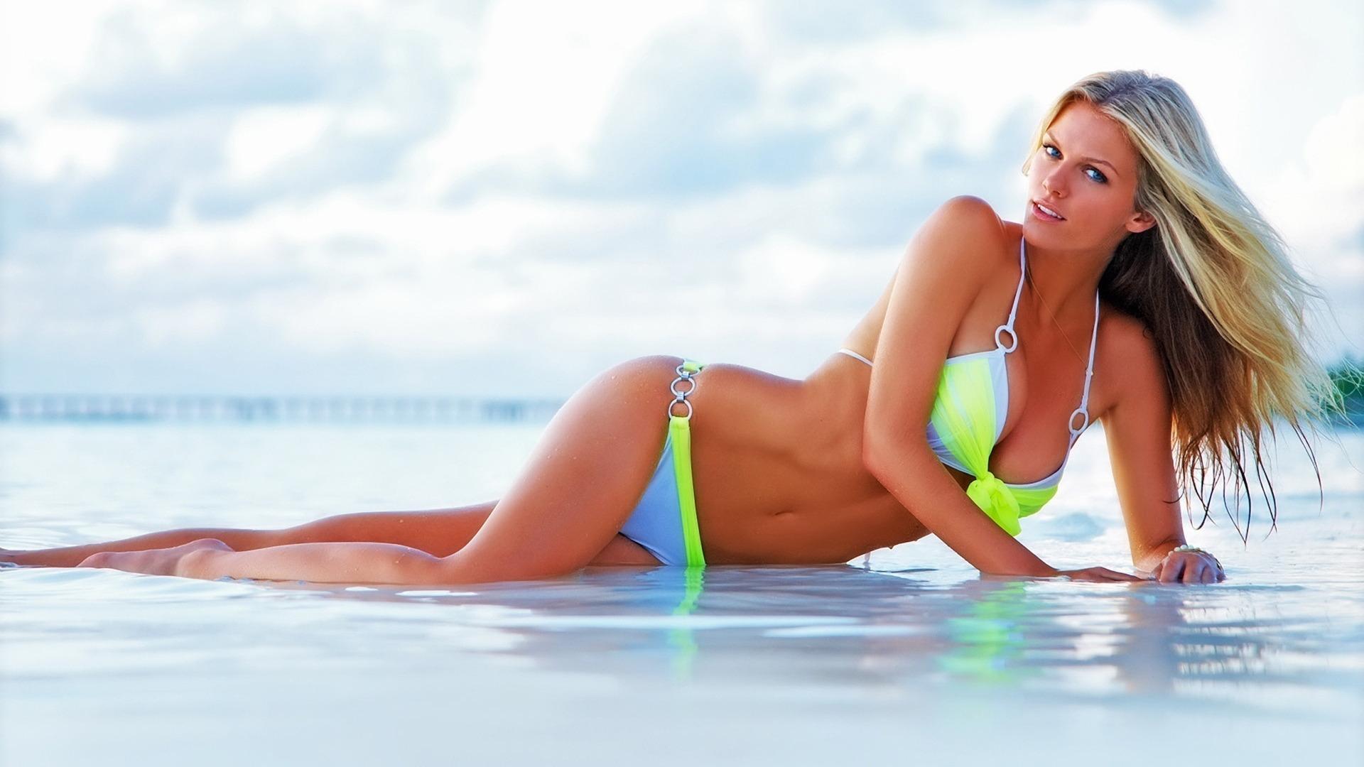 hot-girls-bikini