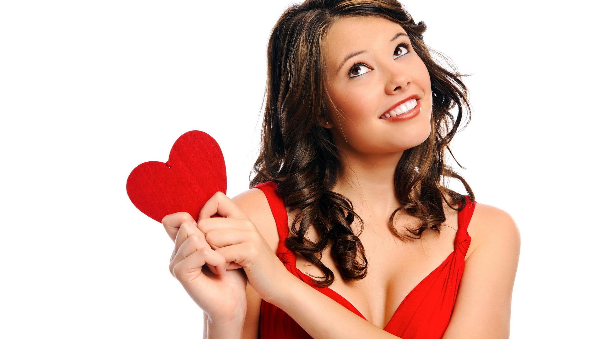Девушка с лицом в виде сердца фото