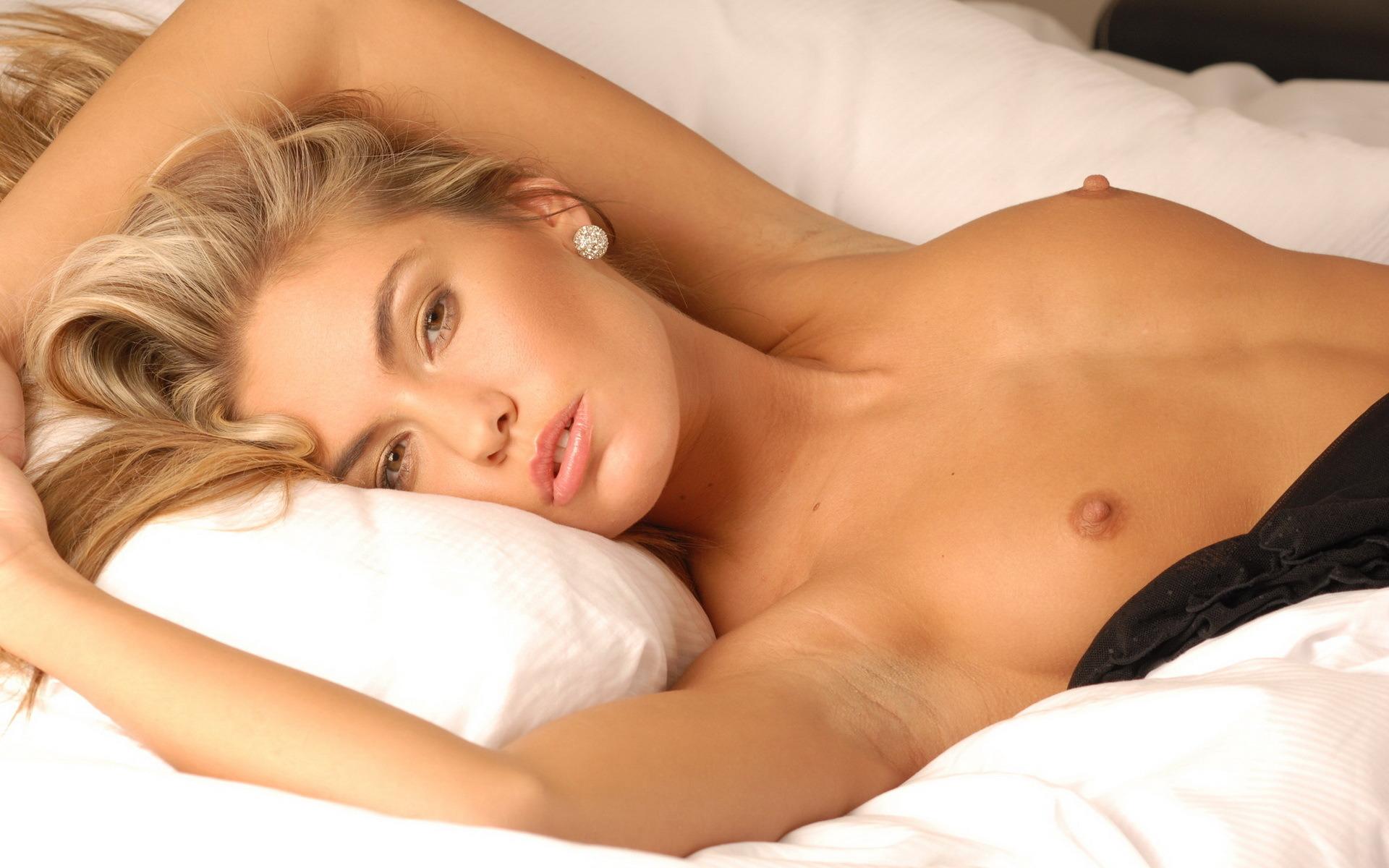 Фото как сосут женские груди 17 фотография