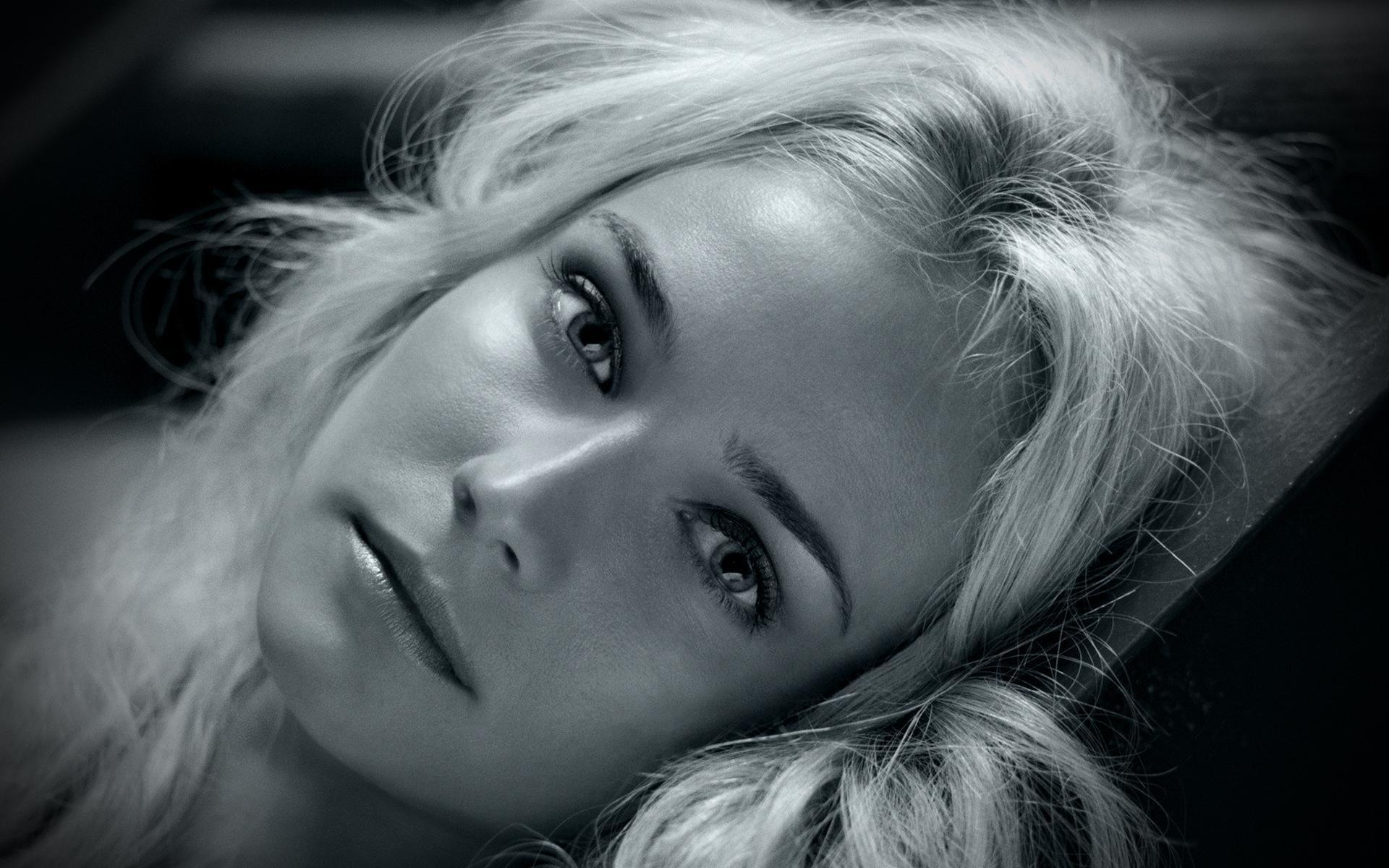 Фото девушек блондинка с большими глазами 1 фотография