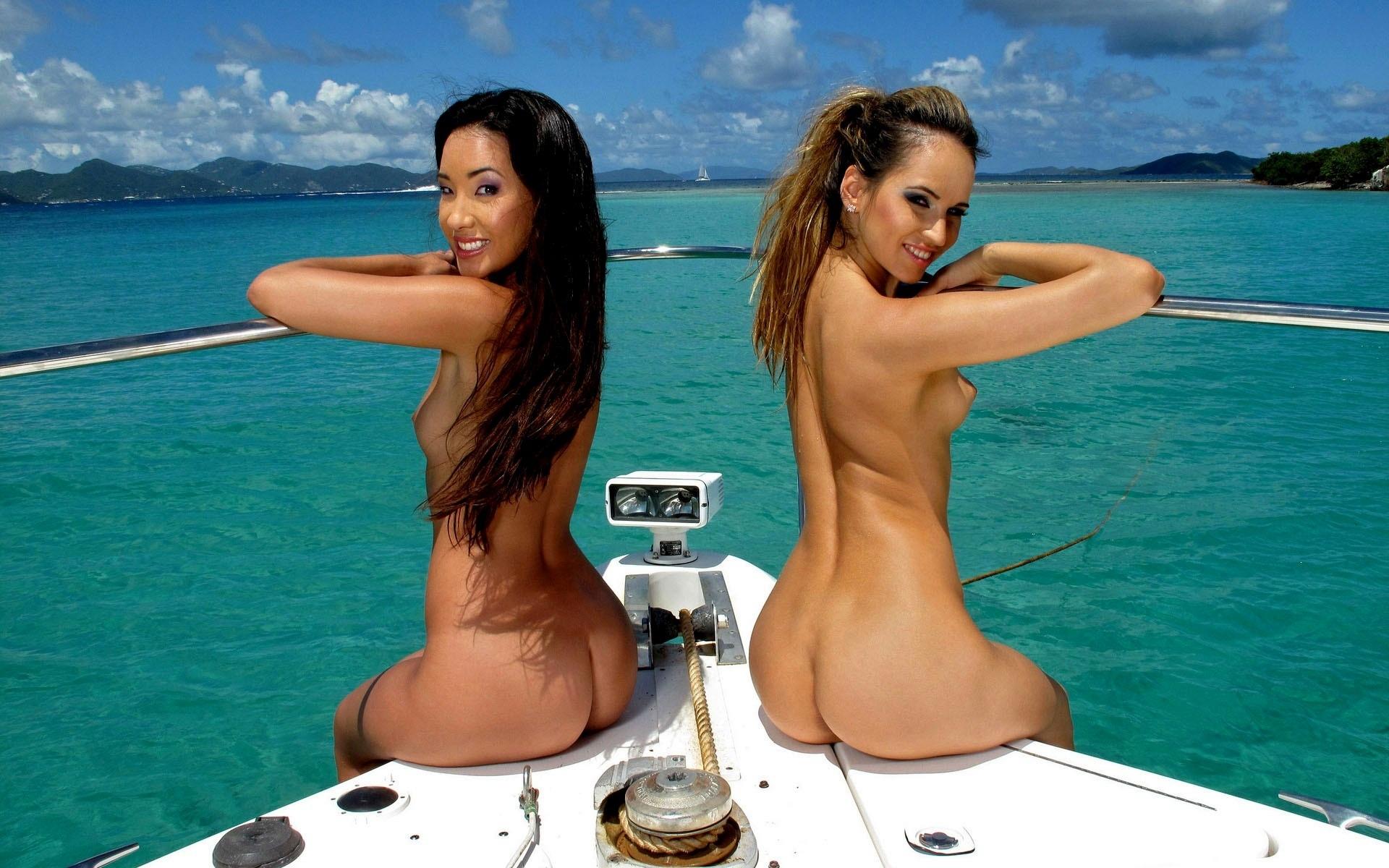 обнаженные красотки на яхтах обходится пляже