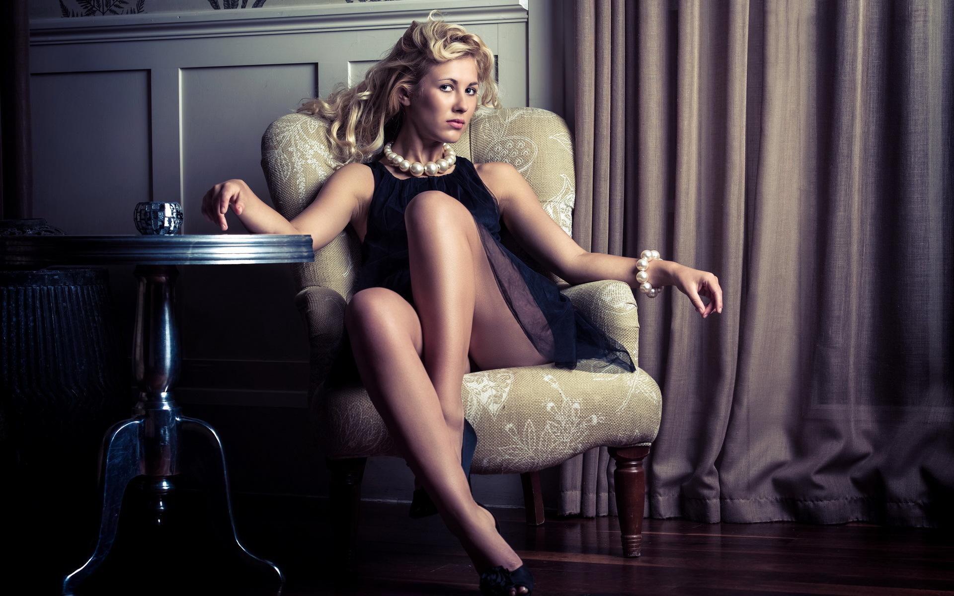 данному фото на женском кресле транс