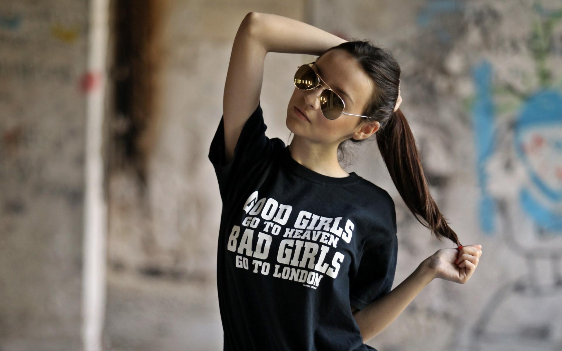 Фото девушек в очках и найке