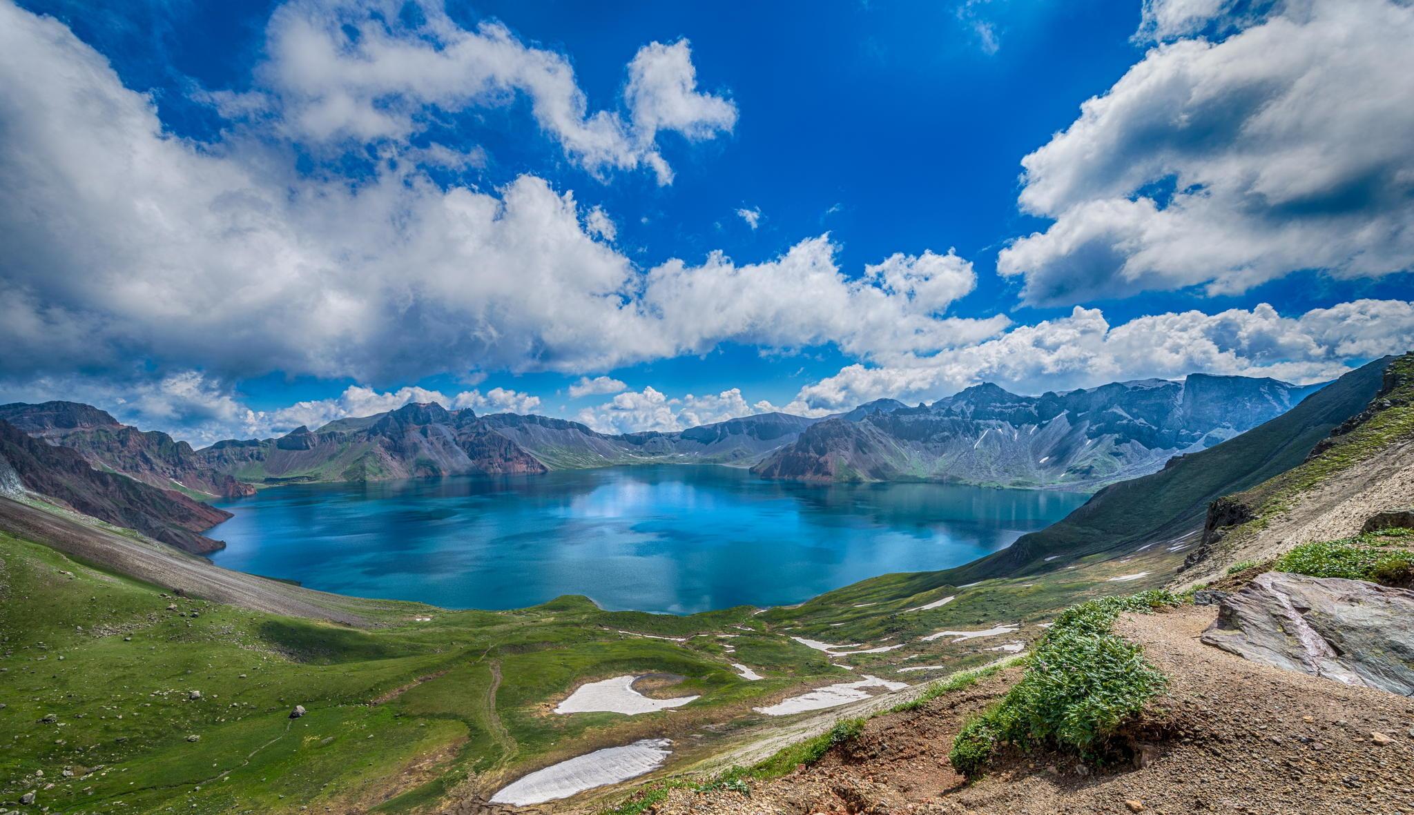 Голубое озеро в горах  № 2798878 бесплатно
