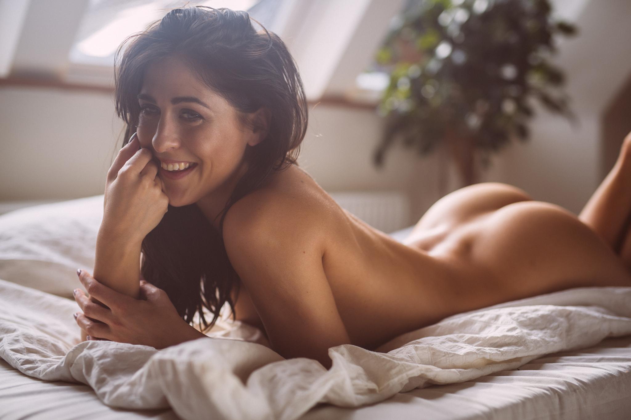 Smiling naked girls — img 12