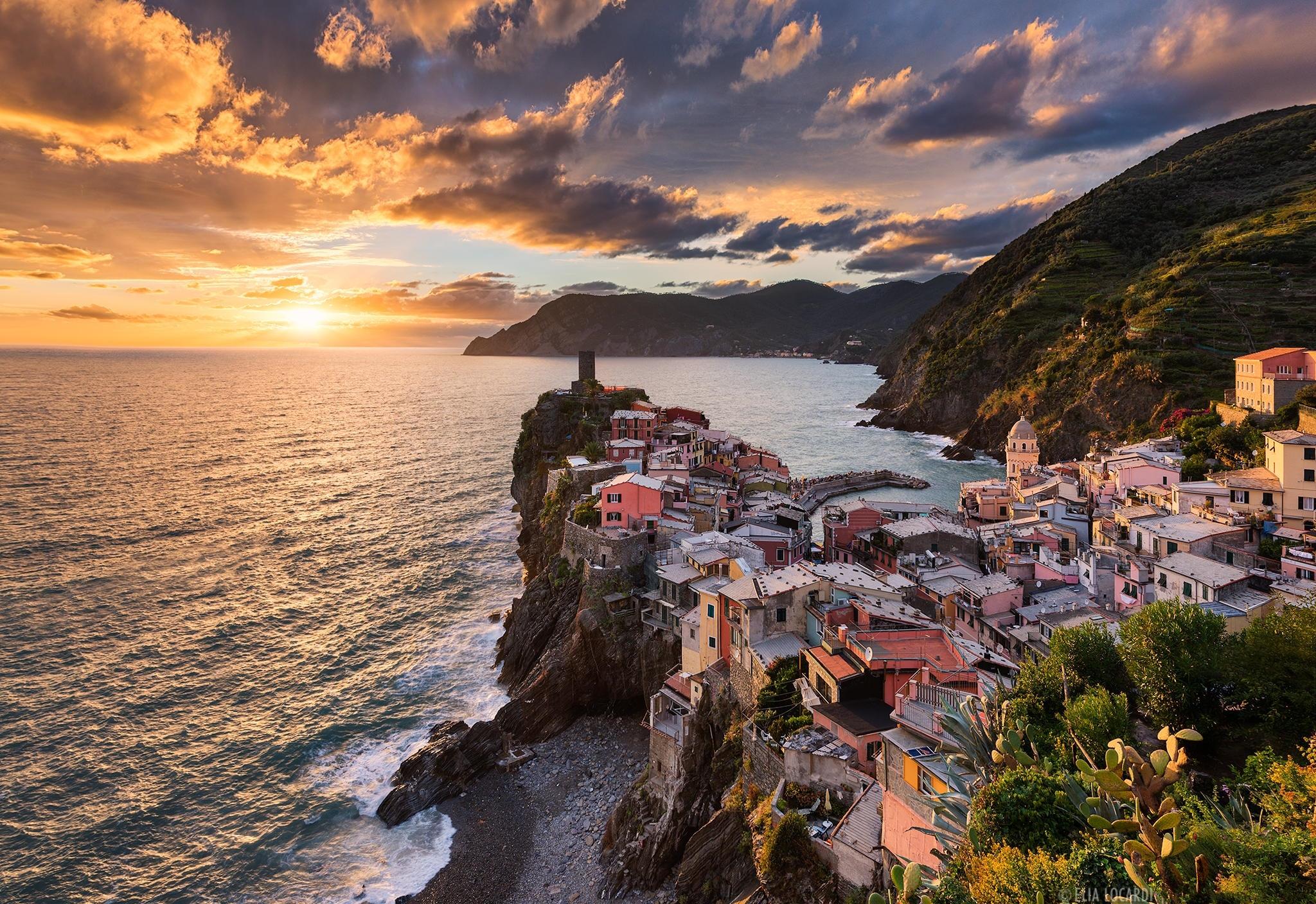 природа облака небо море Чинкве-Терре Италия  № 2798791 бесплатно