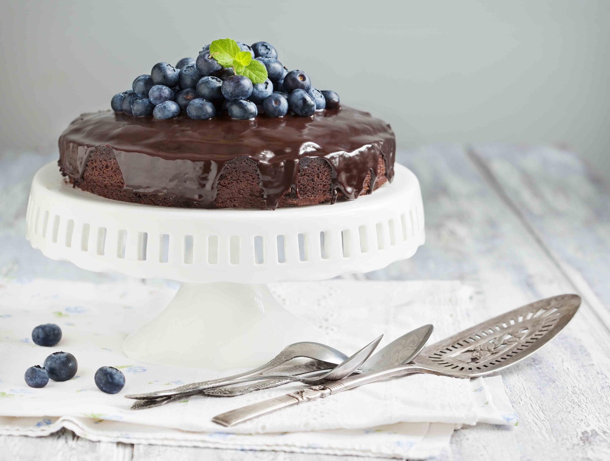 Шоколадный торт с черникой рецепт