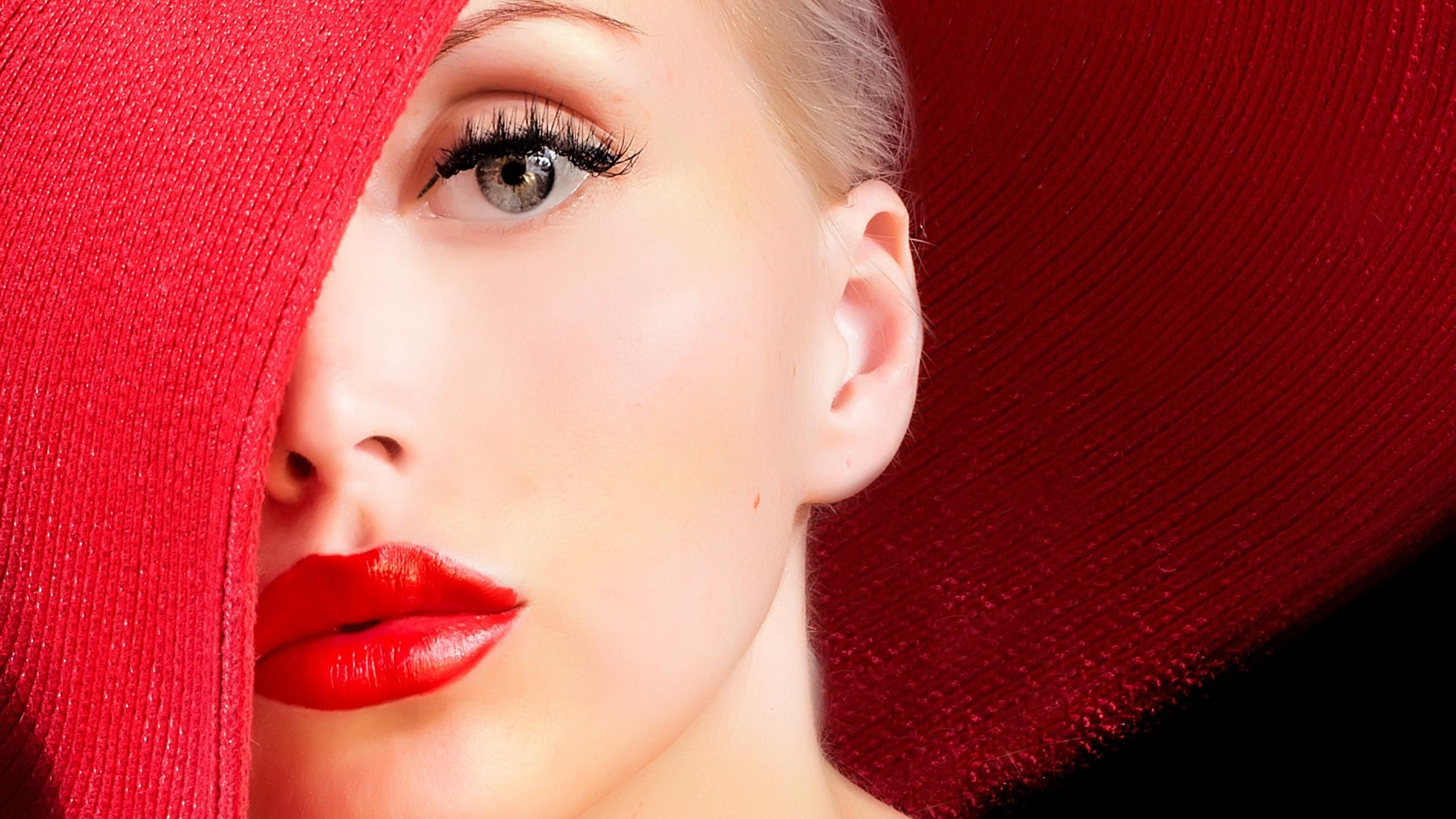девушка взгляд шляпка красная лицо  № 1867430 бесплатно