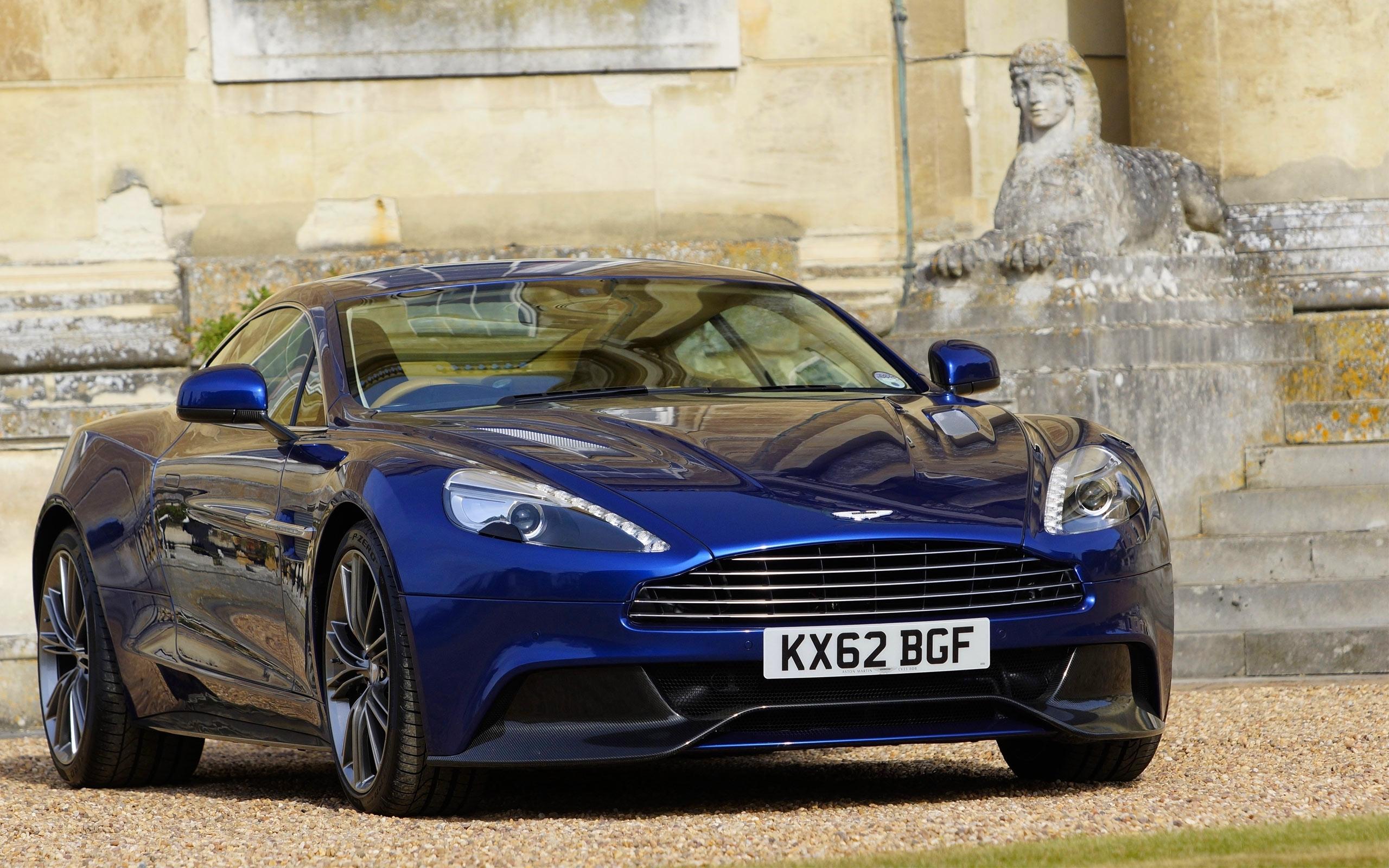 синий автомобиль Aston Martin  № 2593933 без смс