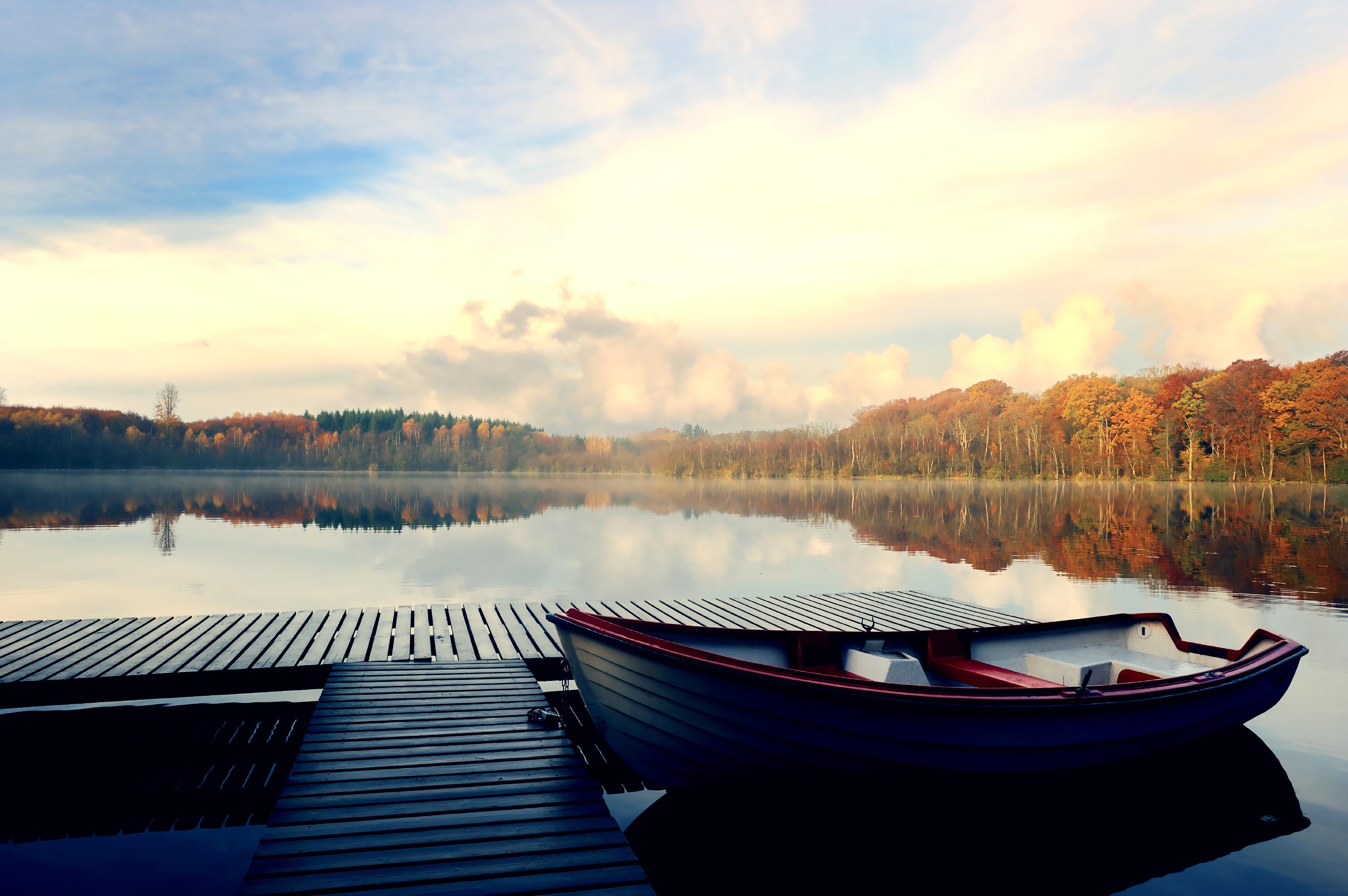 Обои лодка на озеро на рабочий стол