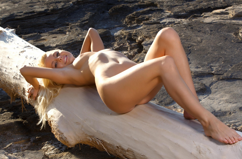 Секс блондинок на пляже 11 фотография