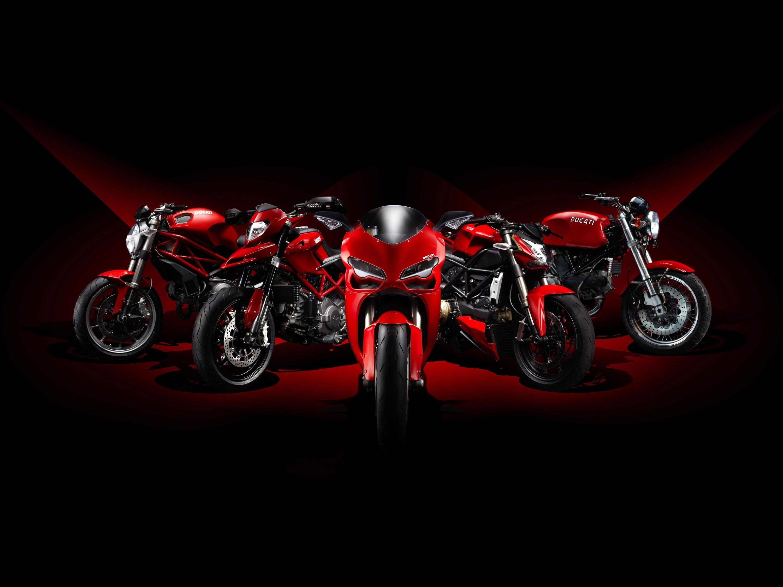 Черный мотоцикл в поле  № 3425357 загрузить