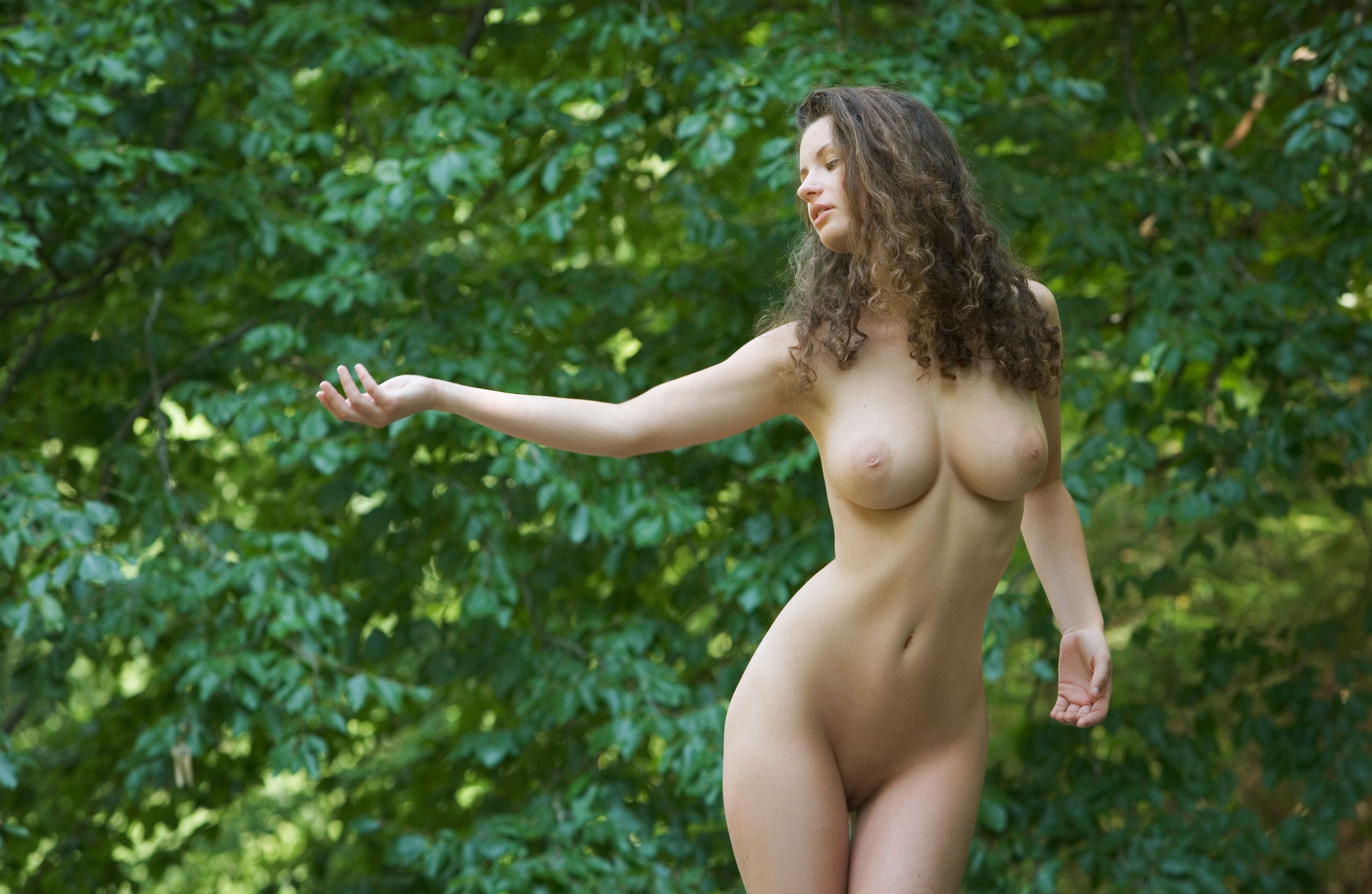 Смотреть бесплатно голые на природе 15 фотография