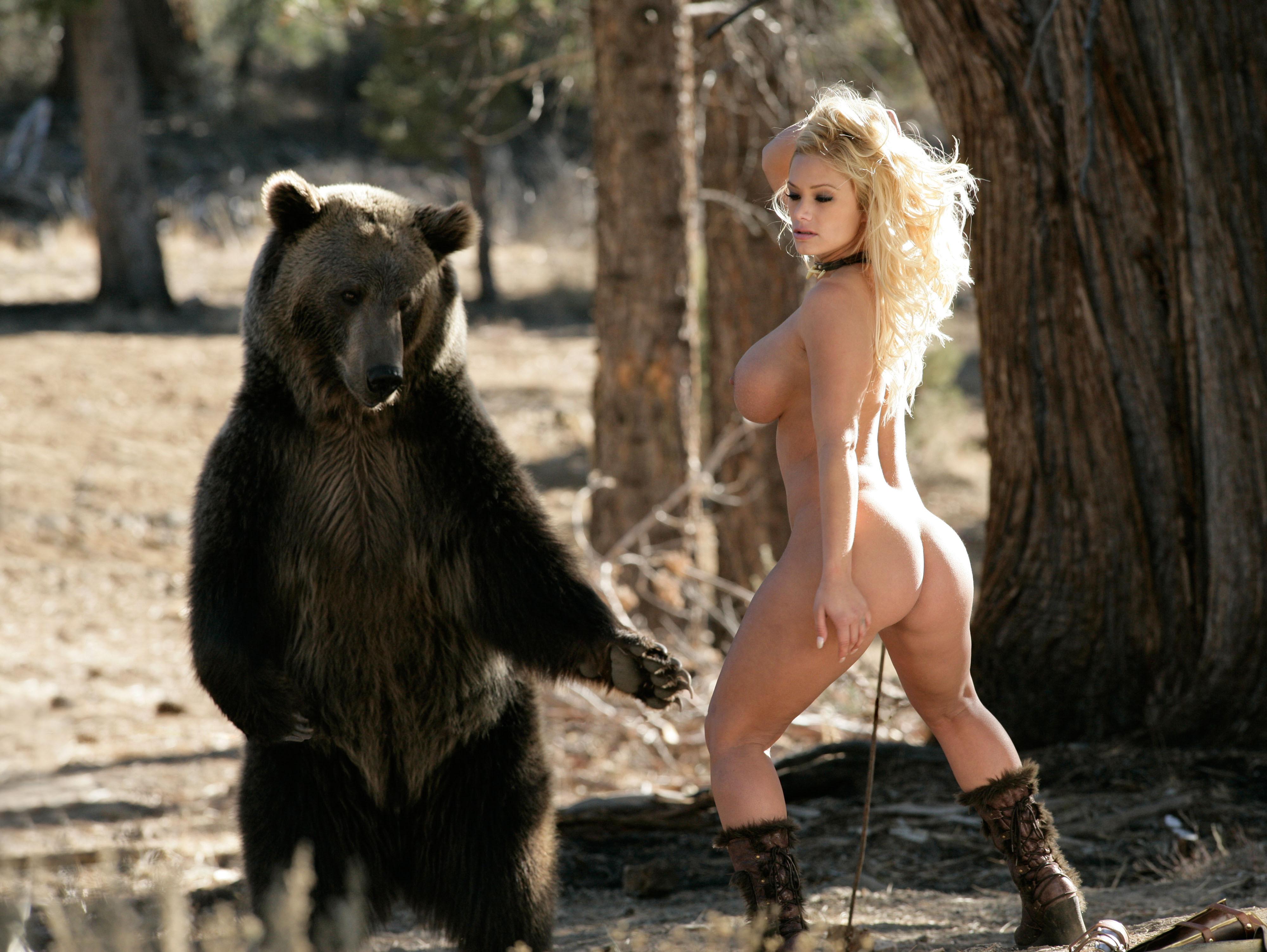 Порно в лесу с медведем