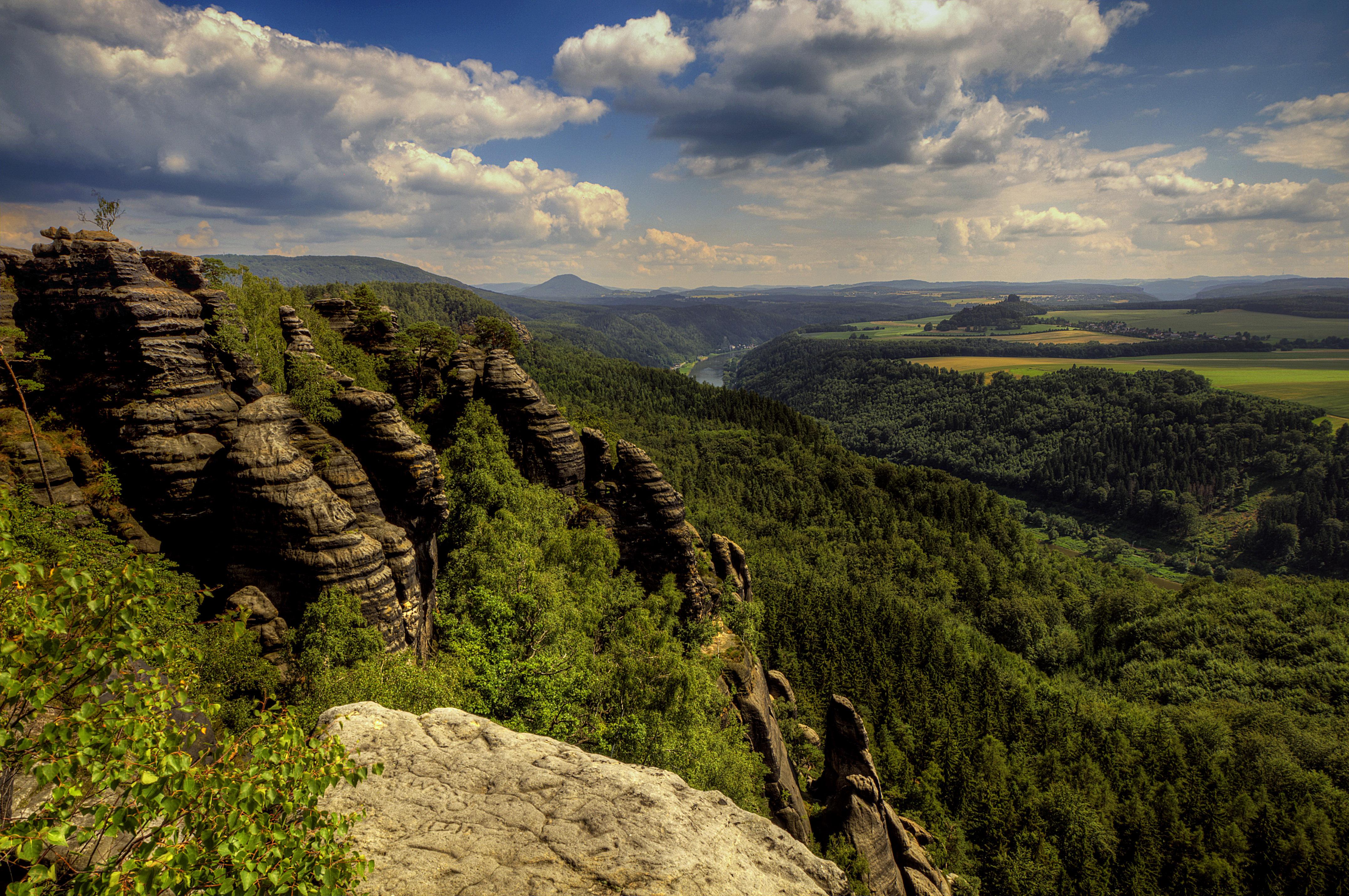 природа река горы скалы деревья облака  № 3796719 загрузить