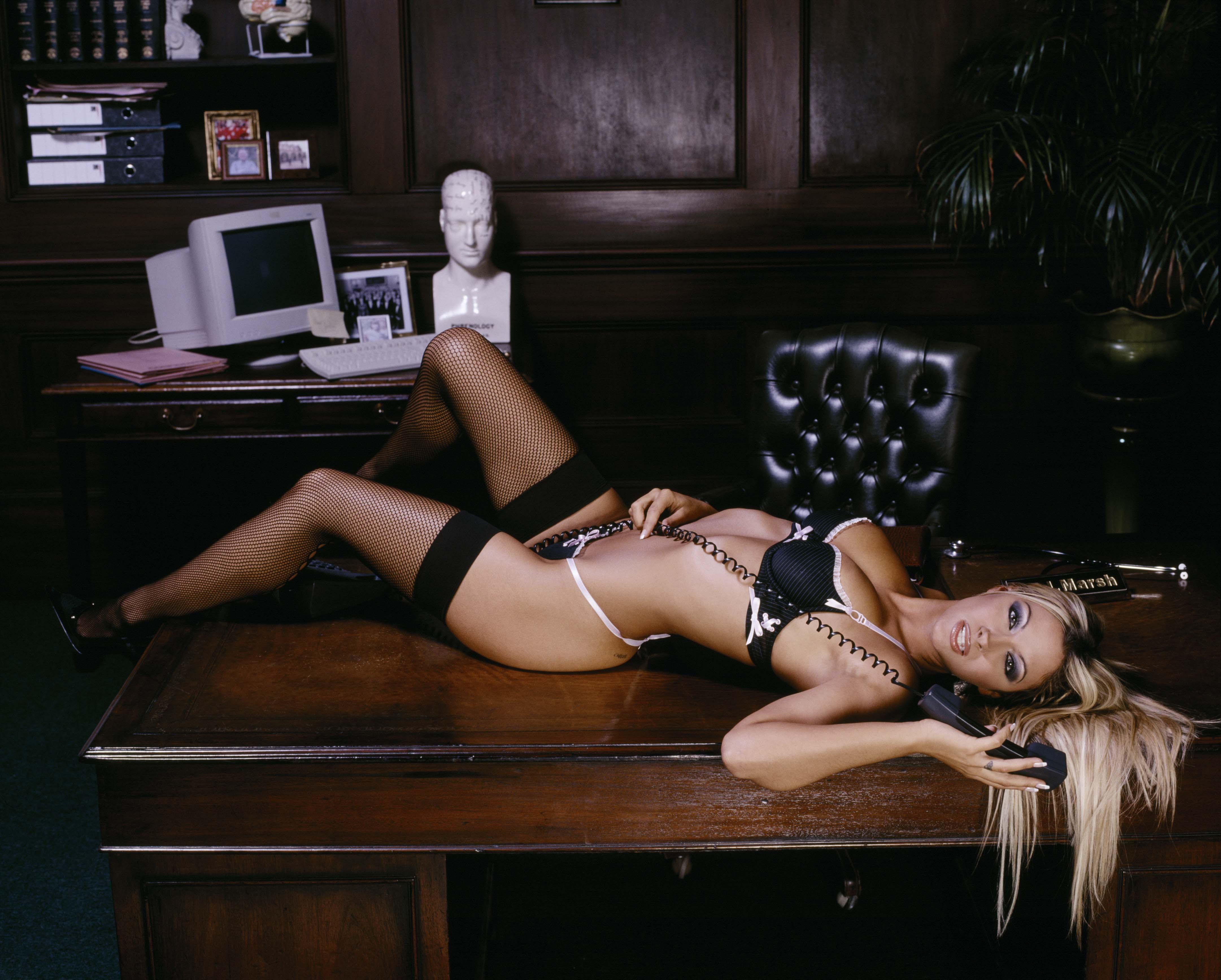 Секретарша в чулках с парнем порно 6 фотография