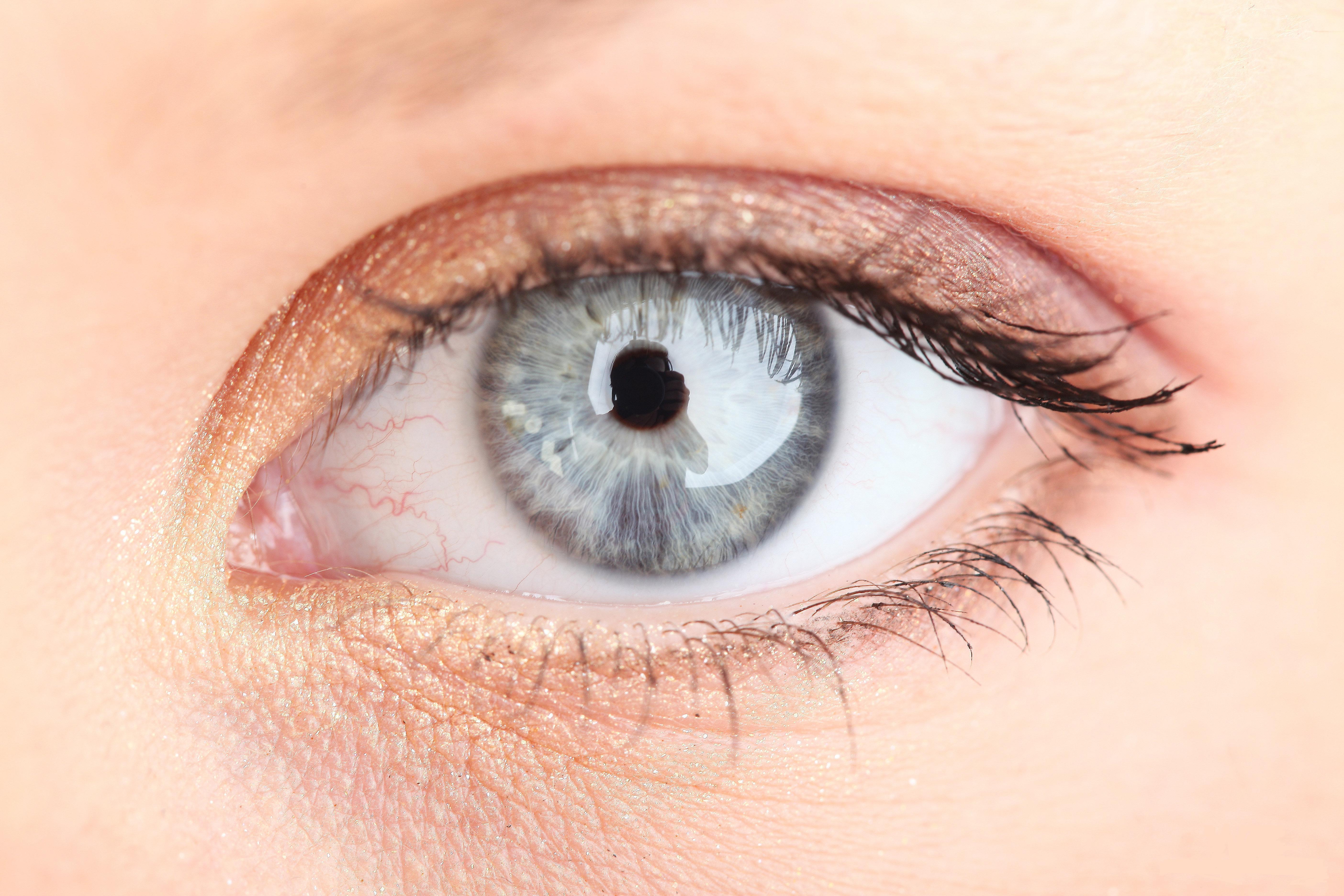 фотки как отбелить белок глаз на фотографии немного