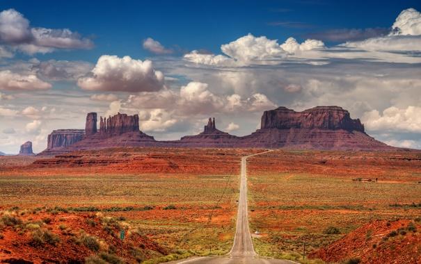 Фото обои дорога, небо, облака, горы, скалы, дикий запад