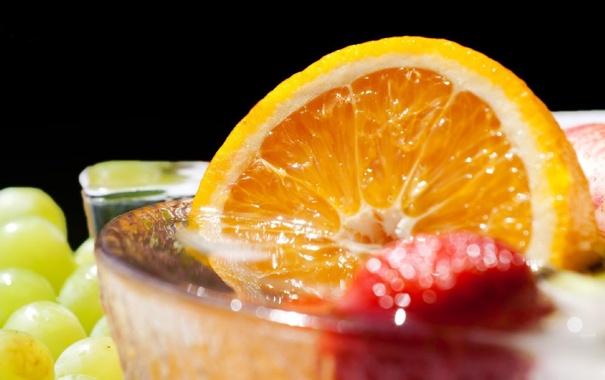 Фото обои апельсин, клубника, виноград, напиток