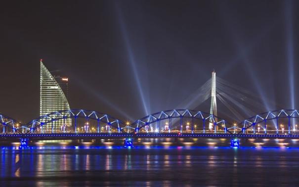 Фото обои лучи, мост, река, Рига, вантовый мост