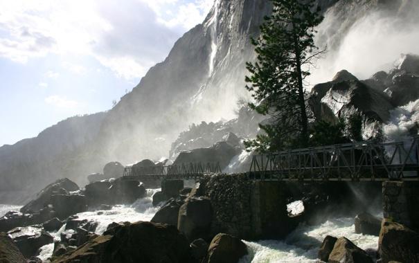 Фото обои добро, гора, водопад, волуны.мостик, пожаловать