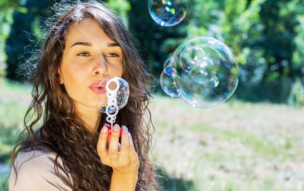 Фото обои девушка, мыльные пузыри, шатенка, кареглазая