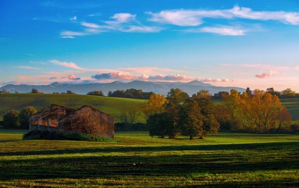 Фото обои осень, небо, облака, деревья, природа, холмы, поля