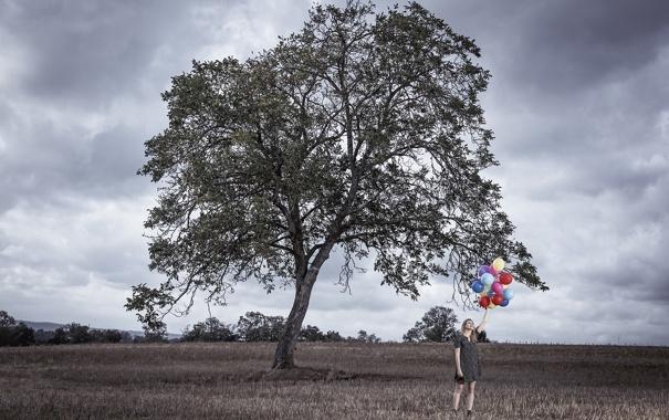 Фото обои поле, девушка, шары