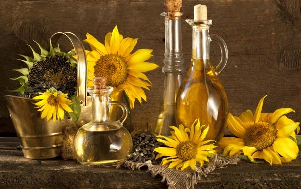 Фото обои подсолнухи, стол, масло, семечки, графин, ведёрко, бутыли