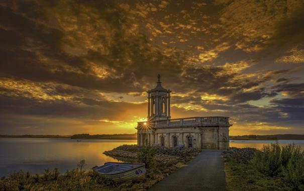 Фото обои небо, солнце, облака, закат, озеро, лодка, рыбак