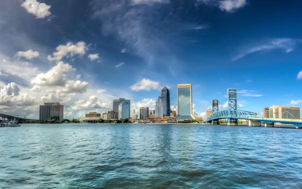 Фото обои облака, мост, город, река, небоскрёбы