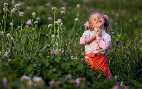 Фото обои лето, улыбка, луг, девочка
