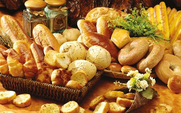 Фото обои цветы, стол, хлеб, баночки, выпечка, сушки, булочки