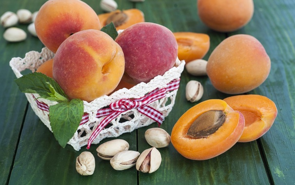 Фото обои абрикосы, корзина, персики, лето, фрукты, фисташки, стол