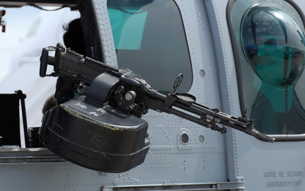 Фото обои вертолёт, единый пулемёт, FN MAG, 7.62 мм