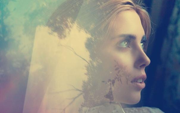 Фото обои взгляд, стекло, листья, девушка, деревья, лицо, отражение