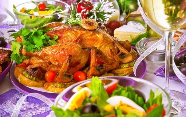 Фото обои праздник, бокал, курица, салат, жареная, гарнир, жареная курица