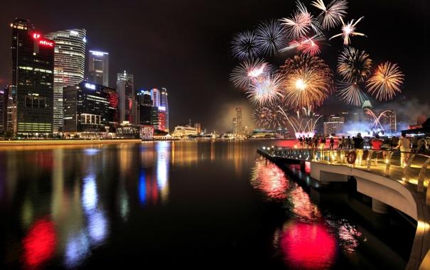 Фото обои небо, ночь, город, огни, люди, праздник, здания