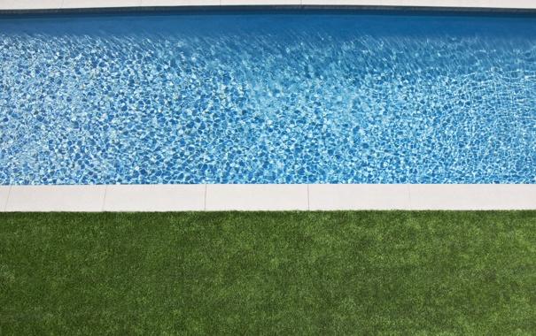 Фото обои дизайн, бассейн, трава, вода, прозрачная, голубая, газон