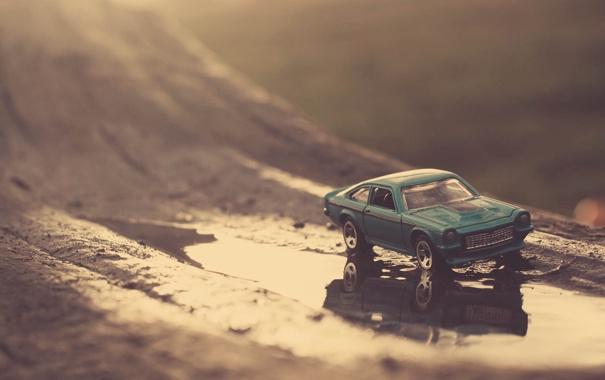 Фото обои отражение, фото, игрушка, машинка