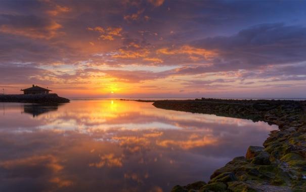 Фото обои море, небо, солнце, облака, закат, камни, остров