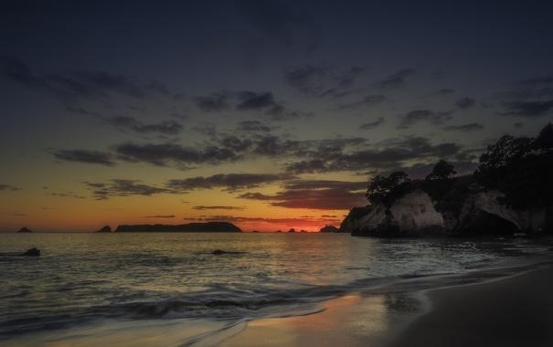 Фото обои море, небо, облака, деревья, закат, скалы, вечер