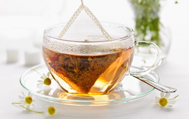 Фото обои чай, ромашки, ложка, чашка, блюдце, заварка