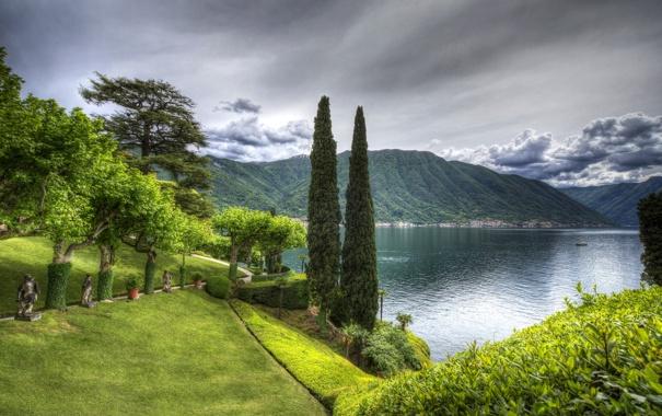 Фото обои газон, облака, дорожка, трава, Lenno, зелень, озеро