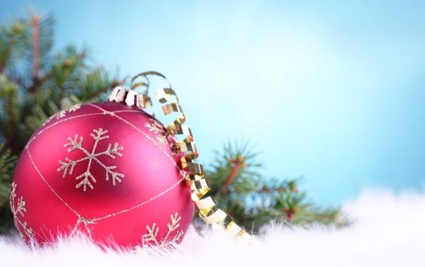 Фото обои макро, розовый, елка, шар, серпантин, снежинка, Голубой фон